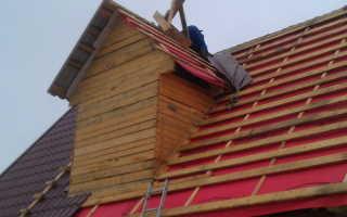 Чем утеплять мансардную крышу из металлочерепицы?