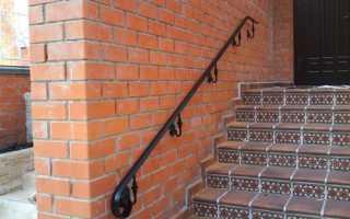 Особенности конструкции пристенного поручня и правила монтажа