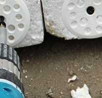 Как крепить пенопласт к стене: крепеж грибками
