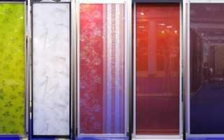 Разновидности пленок для декоративной оклейки стекла на межкомнатной двери