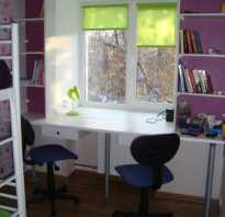 Стол подоконник в комнате подростка