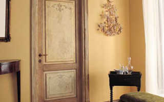 Чем покрыть старые двери?