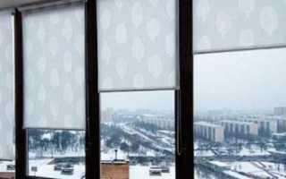 Чем приклеить рулонные шторы к пластиковому окну?