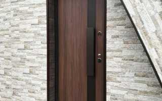 Как оттереть засохшую пену с двери?