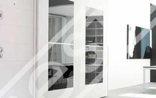 Как утеплитель дверь в деревянном доме?