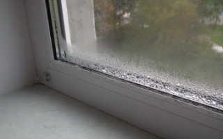 Чем заделать щель между окном и подоконником