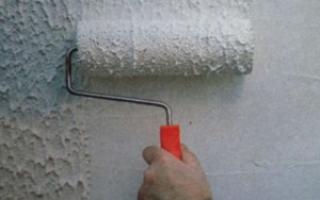 Чем можно покрасить жидкие обои на стене?