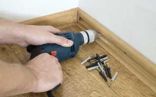 Как крепить плинтуса к бетонной стене: поэтапный монтаж