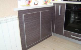 Дверцы для холодильника под подоконником
