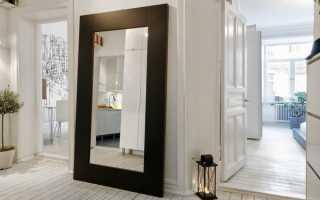 Как прикрепить зеркало к входной двери?