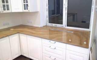 Столешница совмещенная с подоконником на кухне